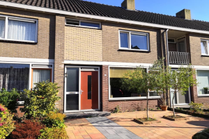 View house for rent in Heemskerk Pieter de Hooghstraat, € 1250, 108m2 - 372245. Interested? check out this house and leave a message!