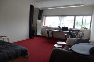Bekijk kamer te huur in Breda Spoorstraat, € 550, 23m2 - 379342. Geïnteresseerd? Bekijk dan deze kamer en laat een bericht achter!