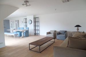 Bekijk appartement te huur in Den Haag Bezuidenhoutseweg, € 2530, 175m2 - 387318. Geïnteresseerd? Bekijk dan deze appartement en laat een bericht achter!