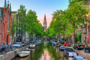 Bekijk studio te huur in Amsterdam Groenburgwal, € 1450, 50m2 - 370394. Geïnteresseerd? Bekijk dan deze studio en laat een bericht achter!
