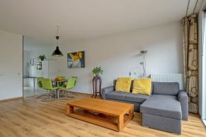 Bekijk woning te huur in Rotterdam Laan van Magisch Realisme, € 2450, 200m2 - 378869. Geïnteresseerd? Bekijk dan deze woning en laat een bericht achter!