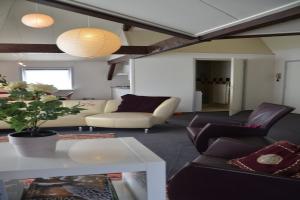 Bekijk appartement te huur in Oudenbosch Rivierelaan: Ruim appartement te huur - € 675, 80m2 - 355151