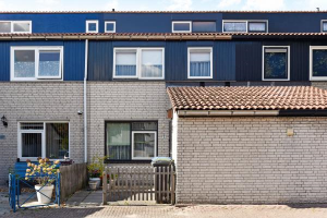 View house for rent in Delft Kiekendiefhof, € 1000, 98m2 - 382732. Interested? check out this house and leave a message!
