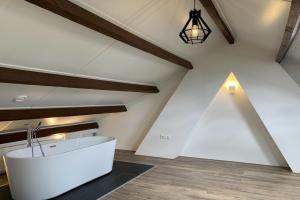 Bekijk appartement te huur in Rotterdam Professor Poelslaan, € 1595, 104m2 - 389314. Geïnteresseerd? Bekijk dan deze appartement en laat een bericht achter!