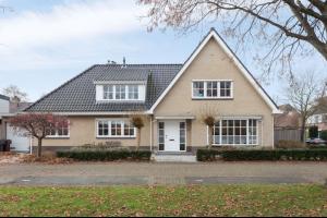 Bekijk woning te huur in Oegstgeest Jan Wolkerslaan, € 2995, 225m2 - 322790. Geïnteresseerd? Bekijk dan deze woning en laat een bericht achter!