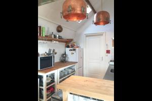 Bekijk appartement te huur in Amsterdam Nieuwe Hoogstraat, € 1525, 54m2 - 290608. Geïnteresseerd? Bekijk dan deze appartement en laat een bericht achter!