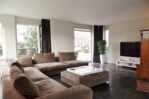 View house for rent in Dordrecht Hovenlaan, € 3750, 150m2 - 391218. Interested? check out this house and leave a message!