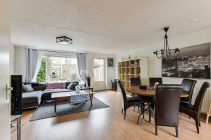 View house for rent in Amstelveen Sparrendaal, € 2000, 125m2 - 380522. Interested? check out this house and leave a message!