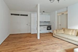 Bekijk appartement te huur in Laren Nh Cornelis Bakkerlaan, € 1145, 48m2 - 378763. Geïnteresseerd? Bekijk dan deze appartement en laat een bericht achter!