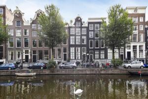 Bekijk appartement te huur in Amsterdam O. Voorburgwal, € 1750, 74m2 - 361010. Geïnteresseerd? Bekijk dan deze appartement en laat een bericht achter!