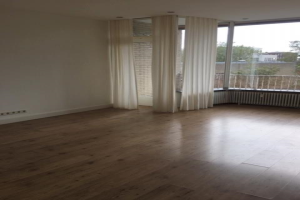 View house for rent in Hilversum Loosdrechtseweg, € 1250, 60m2 - 376613. Interested? check out this house and leave a message!