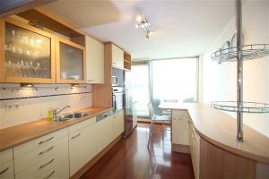 Bekijk appartement te huur in Amstelveen Stadsplein: Prachtig modern 3-kamer appartement op 2 etages boven het Stad... - € 1950, 100m2 - 351540