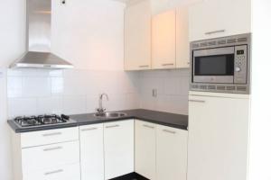 Bekijk appartement te huur in Den Haag Bazarstraat, € 850, 33m2 - 380297. Geïnteresseerd? Bekijk dan deze appartement en laat een bericht achter!
