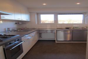 Bekijk appartement te huur in Arnhem Utrechtseweg: Keurig appartement met werkelijk prachtig uitzicht! - € 855, 85m2 - 355076