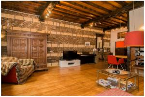 Bekijk appartement te huur in Maastricht Kleine Looiersstraat, € 1530, 80m2 - 381871. Geïnteresseerd? Bekijk dan deze appartement en laat een bericht achter!