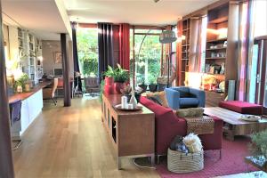 Bekijk woning te huur in Den Haag Henricuskade, € 1950, 207m2 - 378524. Geïnteresseerd? Bekijk dan deze woning en laat een bericht achter!