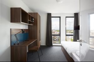Bekijk studio te huur in Den Haag Hoefkade: Fully-Furnished Room with Private Bathroom  - € 709, 17m2 - 309770