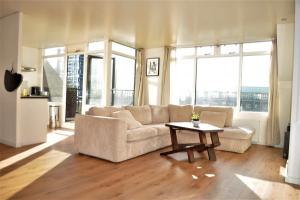 Bekijk appartement te huur in Rotterdam Scheepmakerskade, € 1395, 90m2 - 342998. Geïnteresseerd? Bekijk dan deze appartement en laat een bericht achter!