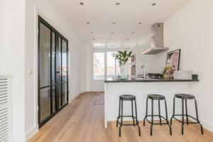 Bekijk appartement te huur in Den Haag Leyweg, € 1399, 115m2 - 371313. Geïnteresseerd? Bekijk dan deze appartement en laat een bericht achter!