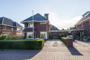 Bekijk woning te huur in Dordrecht Romanovhof, € 2750, 175m2 - 351304. Geïnteresseerd? Bekijk dan deze woning en laat een bericht achter!