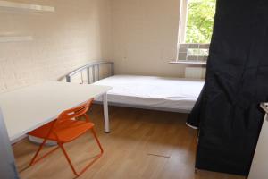 Bekijk kamer te huur in Tilburg J. Evertsenstraat, € 199, 9m2 - 356947. Geïnteresseerd? Bekijk dan deze kamer en laat een bericht achter!