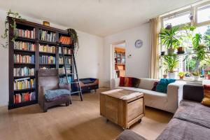 Bekijk appartement te huur in Tilburg Van Maerlantstraat, € 1075, 108m2 - 400679. Geïnteresseerd? Bekijk dan deze appartement en laat een bericht achter!