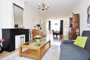 Bekijk appartement te huur in Den Haag Esdoornstraat, € 1490, 120m2 - 371483. Geïnteresseerd? Bekijk dan deze appartement en laat een bericht achter!
