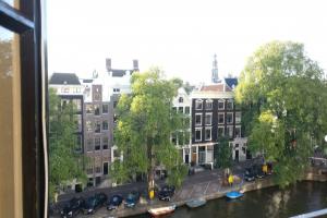 Bekijk appartement te huur in Amsterdam Singel, € 1900, 110m2 - 351191. Geïnteresseerd? Bekijk dan deze appartement en laat een bericht achter!