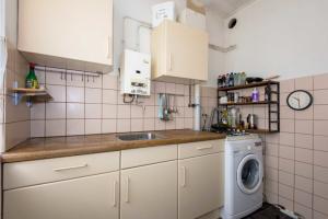 Bekijk appartement te huur in Rotterdam Zuidhoek, € 775, 50m2 - 364654. Geïnteresseerd? Bekijk dan deze appartement en laat een bericht achter!
