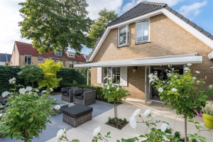 View house for rent in Middelharnis Prins Bernhardlaan, € 1300, 151m2 - 381967. Interested? check out this house and leave a message!