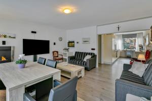 Bekijk appartement te huur in Heerlen Burg. van Grunsvenplein, € 760, 100m2 - 362558. Geïnteresseerd? Bekijk dan deze appartement en laat een bericht achter!