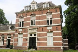 Bekijk woning te huur in Apeldoorn Koning Lodewijklaan, € 1850, 441m2 - 307955. Geïnteresseerd? Bekijk dan deze woning en laat een bericht achter!