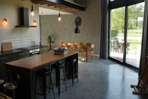Bekijk woning te huur in Werkhoven Achterdijk, € 1950, 180m2 - 370380. Geïnteresseerd? Bekijk dan deze woning en laat een bericht achter!