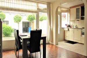 Bekijk woning te huur in Leidschendam Graaf Janlaan, € 1695, 120m2 - 368994. Geïnteresseerd? Bekijk dan deze woning en laat een bericht achter!