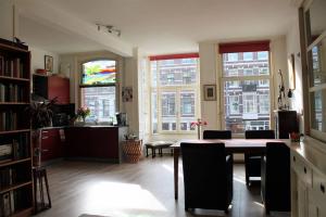 Bekijk appartement te huur in Amsterdam Ceintuurbaan, € 1500, 90m2 - 362384. Geïnteresseerd? Bekijk dan deze appartement en laat een bericht achter!