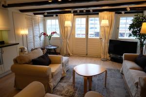 Bekijk appartement te huur in Amsterdam Lijnbaansgracht, € 1750, 85m2 - 362391. Geïnteresseerd? Bekijk dan deze appartement en laat een bericht achter!