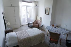 Bekijk kamer te huur in Den Haag Emmastraat, € 670, 14m2 - 366866. Geïnteresseerd? Bekijk dan deze kamer en laat een bericht achter!