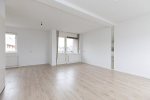 View house for rent in Hilversum Tapijtstraat, € 1445, 80m2 - 376703. Interested? check out this house and leave a message!