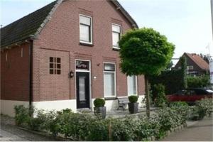 Bekijk woning te huur in Capelle Aan Den Ijssel Bermweg: Woning - € 1500, 220m2 - 353111