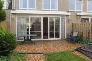 View house for rent in Amstelveen Ko Donckerlaan, € 2000, 130m2 - 361684. Interested? check out this house and leave a message!