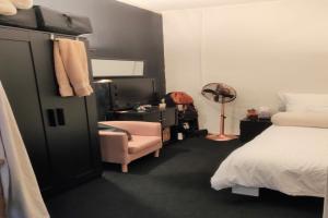 Bekijk kamer te huur in Rotterdam V. Oosterzeestraat, € 480, 20m2 - 359847. Geïnteresseerd? Bekijk dan deze kamer en laat een bericht achter!