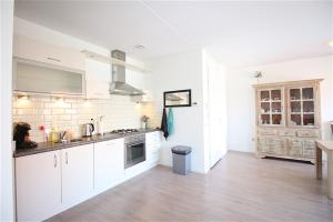 Bekijk appartement te huur in Aalsmeer Koolwitjestraat, € 1250, 87m2 - 391450. Geïnteresseerd? Bekijk dan deze appartement en laat een bericht achter!