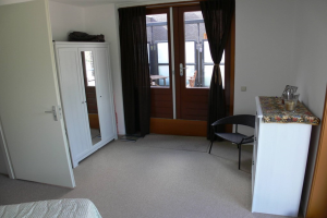 View house for rent in Dordrecht Piersonstraat, € 995, 100m2 - 368060. Interested? check out this house and leave a message!