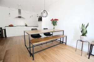 Bekijk appartement te huur in Amsterdam Sanderijnstraat, € 1500, 70m2 - 357523. Geïnteresseerd? Bekijk dan deze appartement en laat een bericht achter!