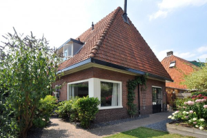 View house for rent in Hilversum Van Hoornstraat, € 1950, 92m2 - 380723. Interested? check out this house and leave a message!