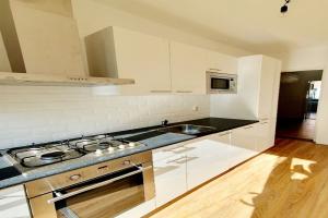 Bekijk appartement te huur in Den Haag Theresiastraat, € 1250, 84m2 - 400363. Geïnteresseerd? Bekijk dan deze appartement en laat een bericht achter!