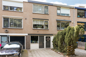 View house for rent in Rhenen Groeneweg, € 1397, 162m2 - 370638. Interested? check out this house and leave a message!