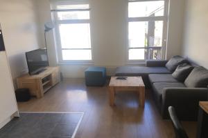 Bekijk appartement te huur in Rotterdam Mauritsstraat: TURN KEY 2-kamer appartement volledig gemeubileerd in hartje c... - € 1185, 40m2 - 358705