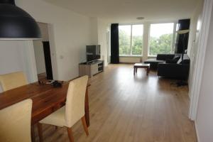 Bekijk appartement te huur in Zwolle Ten Oeverstraat, € 990, 80m2 - 373066. Geïnteresseerd? Bekijk dan deze appartement en laat een bericht achter!
