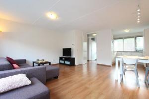 Bekijk woning te huur in Amstelveen H.d. Manlaan, € 2150, 120m2 - 356739. Geïnteresseerd? Bekijk dan deze woning en laat een bericht achter!